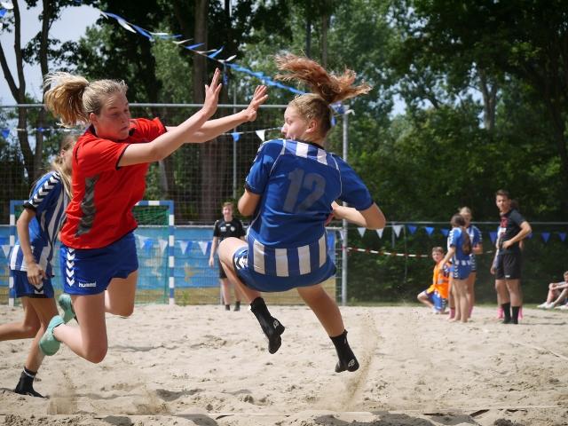 Gezocht: trainers, coaches en spelers voor promotie-/demonstratieteam Beach Handball